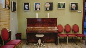 Seniorzy z Uniwersytetu Trzeciego Wieku namalowali 35 portretów Jarosława Kaczyńskiego