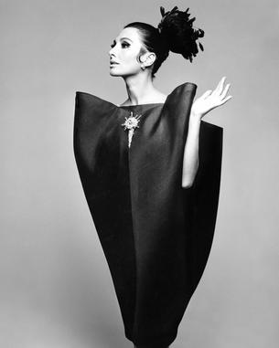 "Londyńska wystawa Balenciaga: Shaping Fashion"""