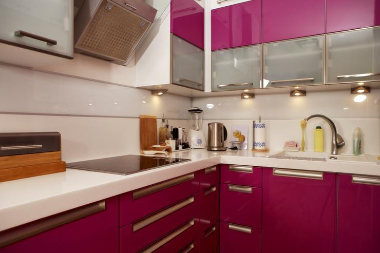 Mała kuchnia w różowym kolorze -> Kuchnia W Kolorze