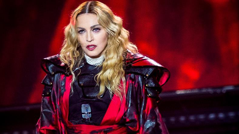 Madonna vetkőztette rajongóját a színpadon/Fotó: Northfoto