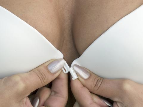 На сегодняшний день все меньшее количество женщин закачивает силикон в груд