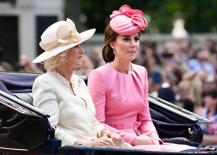Nem is beszélget Katalin hercegnével az anyósa . Fotók: Puzzlepix