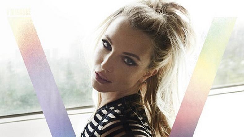 34 évesen is csodásan fest a címlapon Britney Spears./ Fotó: V Magazine