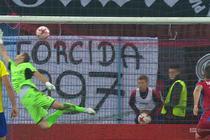 Piast - Arka (0:1): Szwoch o centymetry od przepięknego gola! Piłka otarła się o siatkę bramki Szmatuły