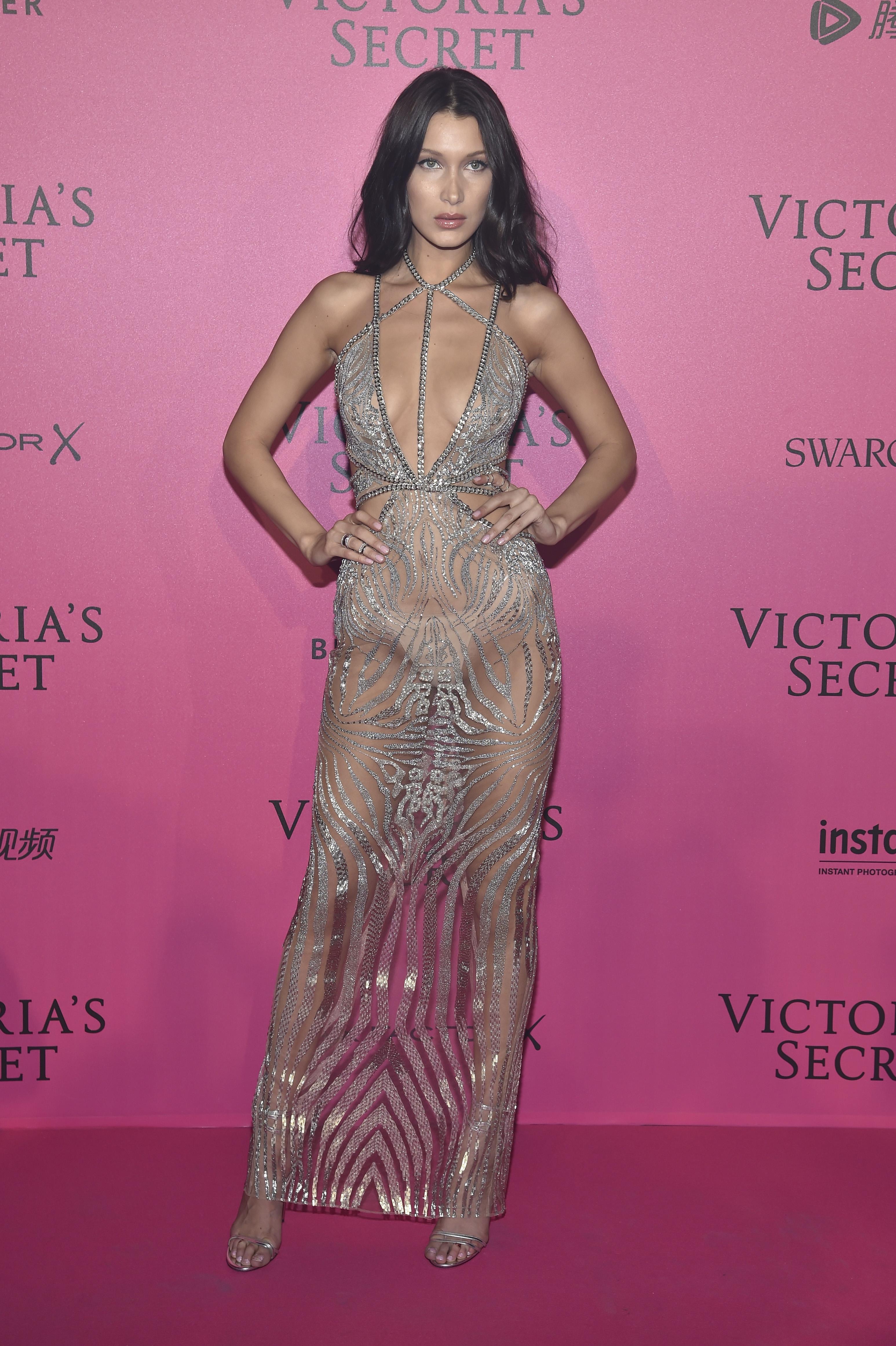 Najpiękniejsze naked dress w 2016 roku - Vumag