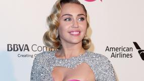 Miley Cyrus i jej różowy koszmarek na imprezie oscarowej