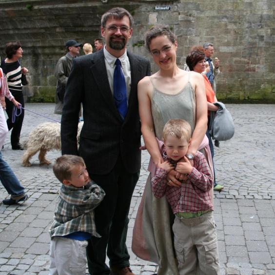 Kristin i Fred sa sinovima