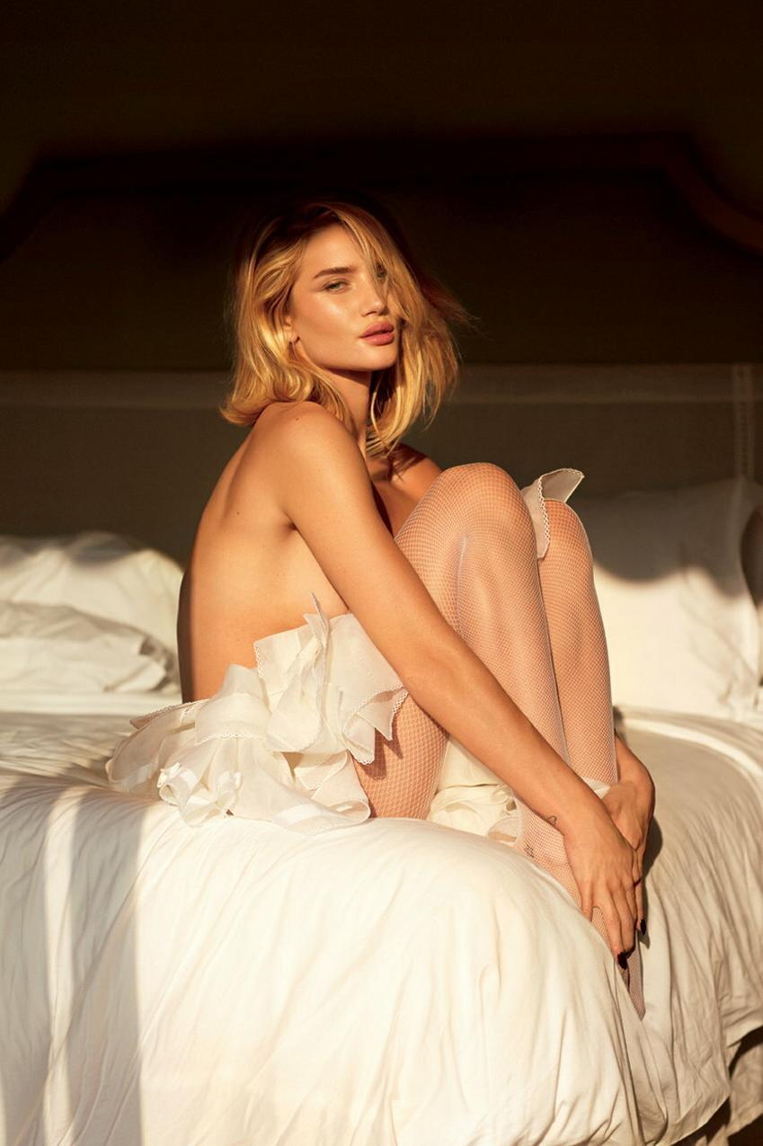V Magazine modelki w białej bieliźnie