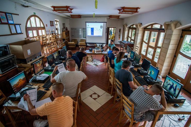 A lakóknak európai uniós pályázat segítségével nyílt lehetőségük, hogy fejlesszék informatikai tudásukat / Fotó: MTI / Balogh Zoltán