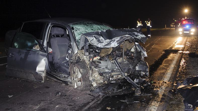 Az autóban hárman meghaltak, csak egy 28 éves fiatalember maradt életben /Fotó: MTI