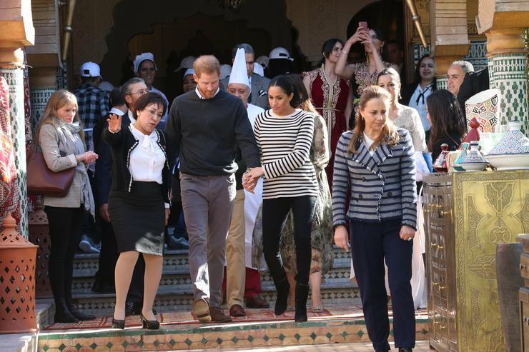 A hercegék többek között egy Down-szindrómás nővel is kedélyesen elbeszélgettek /Fotó: Northfoto