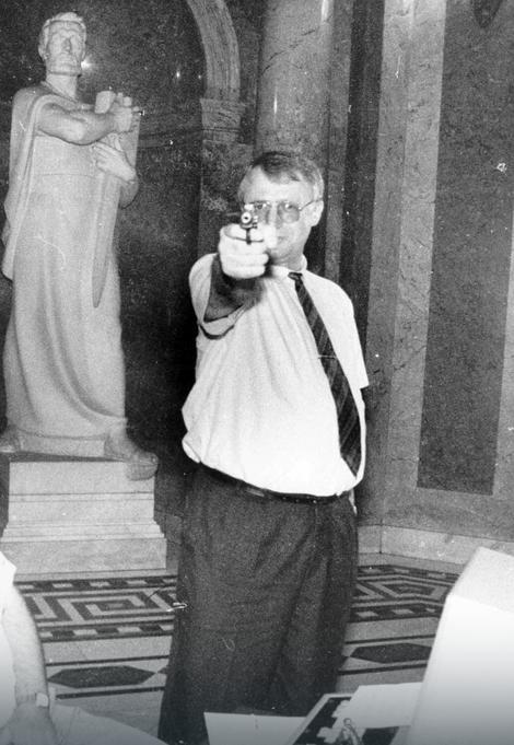Vojislav Šešelj 1993. u Skupštini SR Jugoslavije