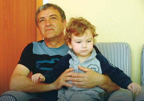 """Mali Igor sa ocem Brankom (Foto: """"Vijesti"""")"""