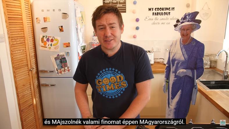 A videón magyar édességeket majszol a blogger /Fotó: Youtube