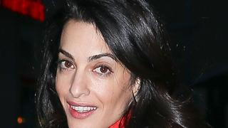 Best Look: Amal Clooney w sukience Akris