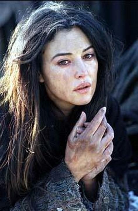 Monica Bellucci: Grzeszna Maria Magdalena - 132bdef01ff2df70ebce8d8423f285b6