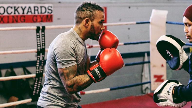 Hamilton bokszolással készült a szezonra /Fotó: Instagram