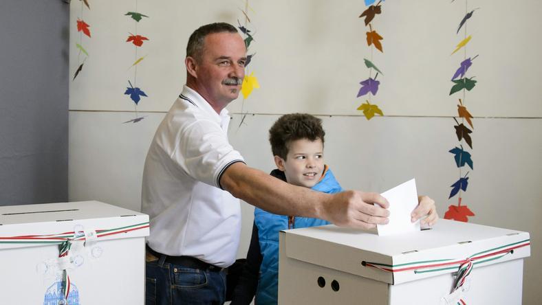 Fekete Zsolt még délelőtt leadta szavazatát / Fotó: MTI-Komka Péter