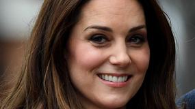Księżna Kate Middleton w płaszczu w pepitkę. Widać już ciążowe krągłości?