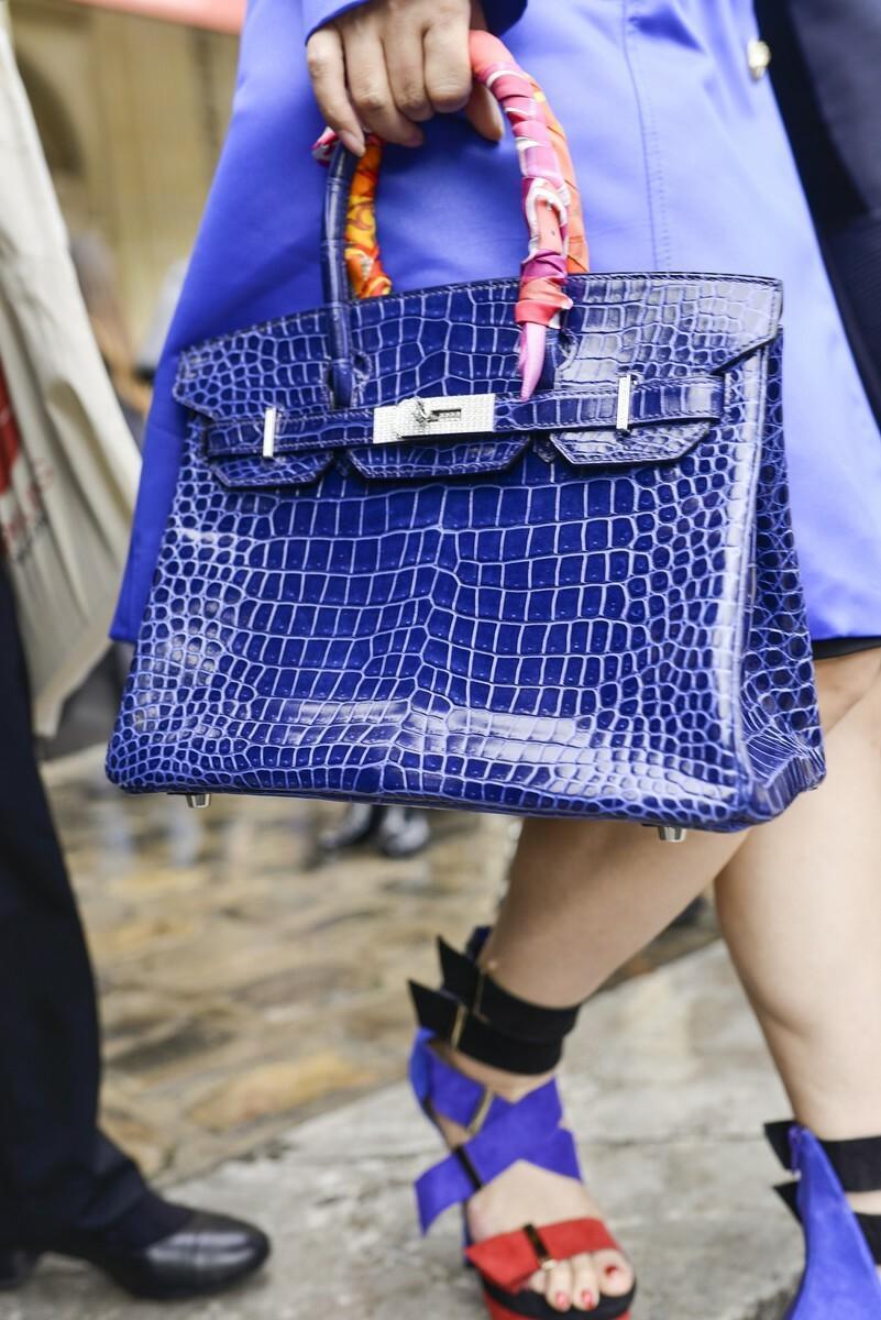 Trendy lato 2016: niebieska torebka