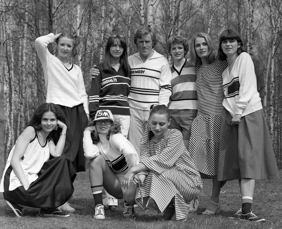 Warszawa, 1978 r. Kolekcja dzianiny Grazyna Hase i kadra narodowa polskich pilkarzy na Mundial 1978 r. Fot. Janusz Sobolewski/FORUM