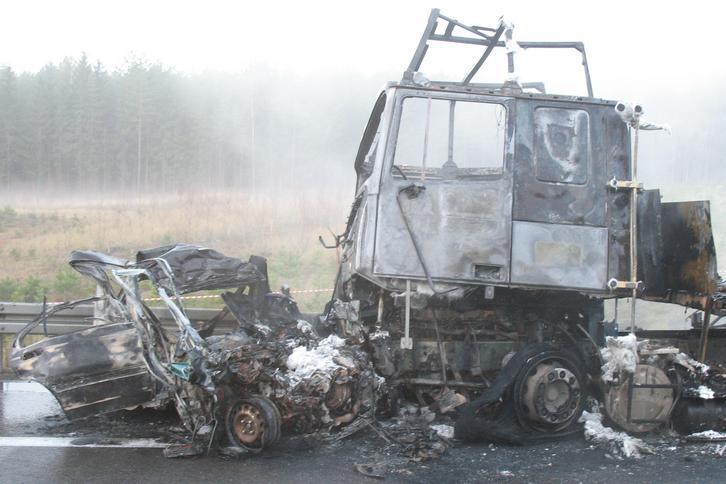 Koszmar! Młody kierowca spłonął żywcem w aucie!