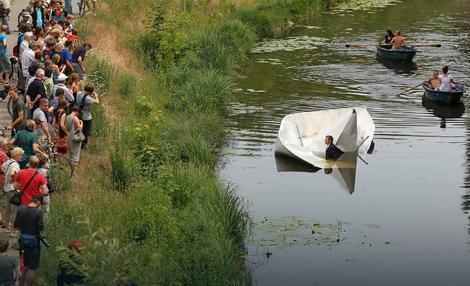 Na kapetanovu žalost, brod se nije dugo zadržao na površini