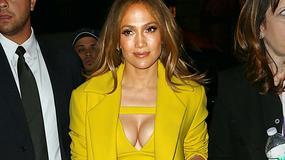 Jennifer Lopez eksponuje ponętny biust
