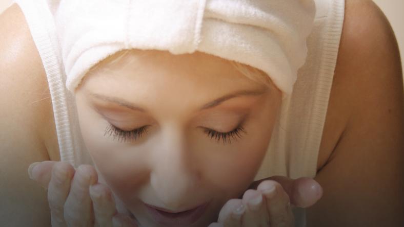 Relaksujący masaż twarzy