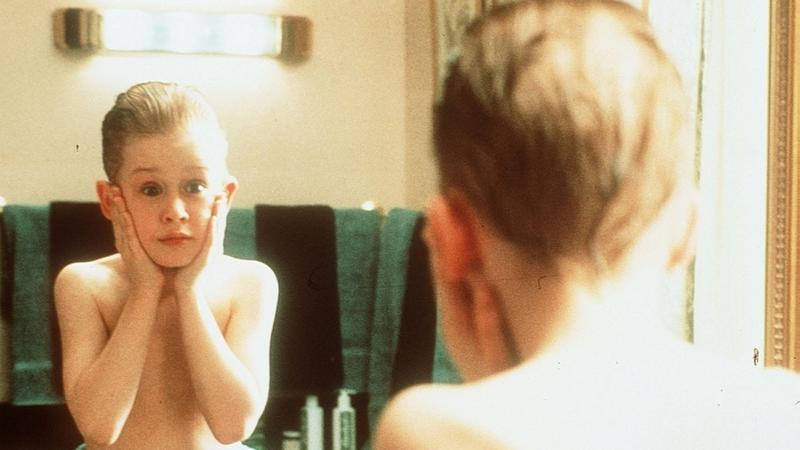"""Macaulay Culkin w filmie """"Kevin sam w domu"""" (fot. BEW)"""