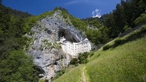 Niesamowity zamek Predjama skryty w jaskini