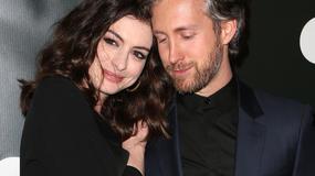 Piękna Anne Hathaway na premierze filmu. Aktorce wyjątkowo towarzyszył mąż