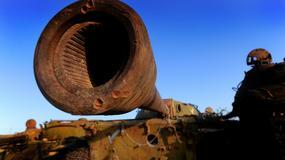 Porzucone radzieckie T-62 na afgańskiej pustyni