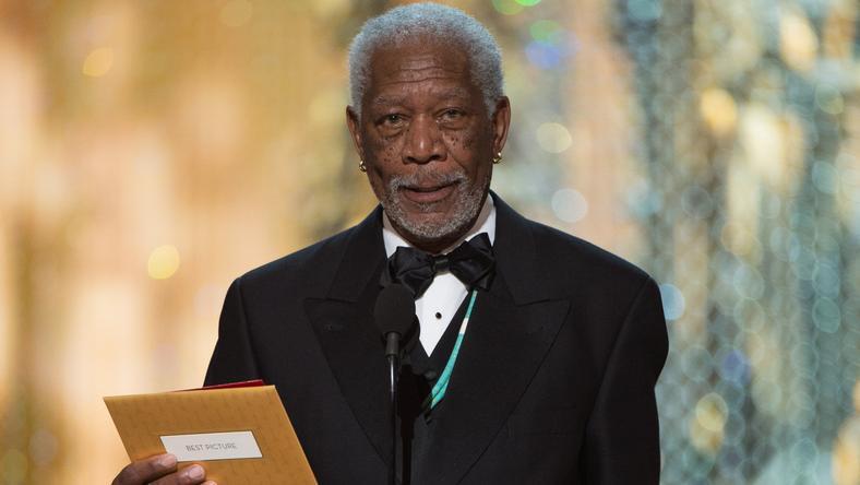 Morgan Freeman amellett, hogy sütit evett, konferált is a színpadon /Fotó: Northfoto