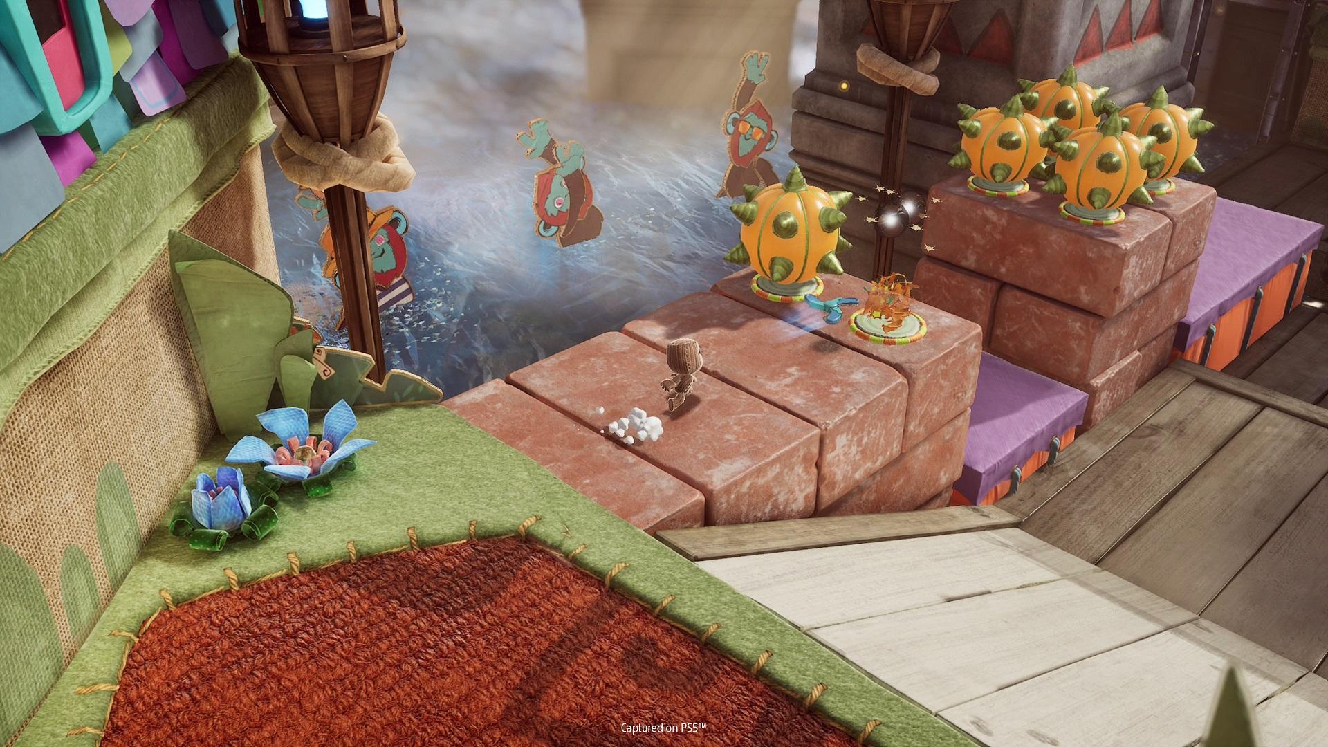 Sackboy: A Big Adventure – V graficky podarenej akčnej hre so svojou postavou budeš preskúmavať odlišné svety, kde budeš čeliť rôznym nástrahám. Tvojím nepriateľom bude čas, no na pomoc ti budú môcť prísť aj kamaráti.