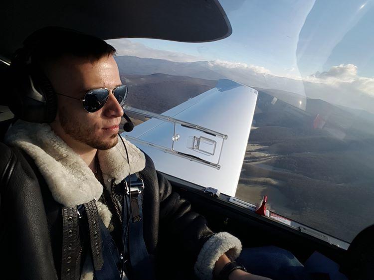 Martin sa pilotovaniu venuje už sedem rokov.