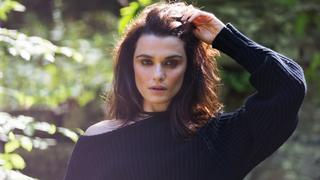 Gruby sweter i koronki: jeden z najmodniejszych duetów tej jesieni