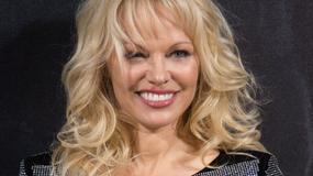 Pamela Anderson odsłania nogi na imprezie. Piękna?