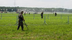 Saperzy sprawdzają teren w Brzegach