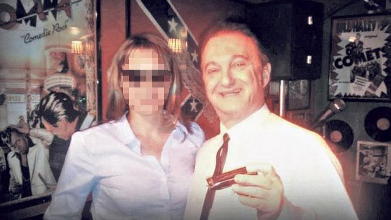Fekete Gyula Erikával együtt ment Németországba, ahol a szerencsétlenség érte, a nő, amióta Szaxi Maxi hazakerült, eltávolodott tőle