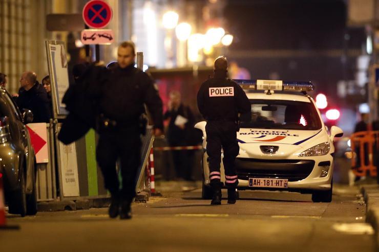 A rablók a hotel személyzetét és vendégeit a földre parancsolták, majd eljutottak a hotel kirakataiban található vitrinekig /Fotó: MTI