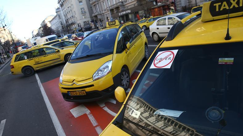 A taxisok az Uber ellen demonstrálnak /Fotó: Isza Ferenc