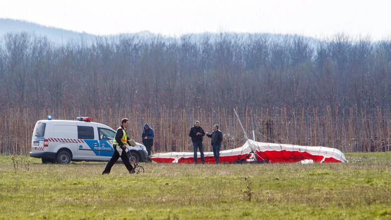 A baleset során az egy pilóta megsérült, a mentősök jelenleg is ápolják / Fotó: MTI