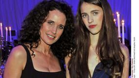 Andie MacDowell u boku pięknych córek