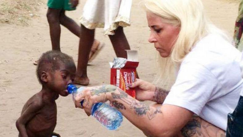 A kisfiún egy dán önkéntes segített