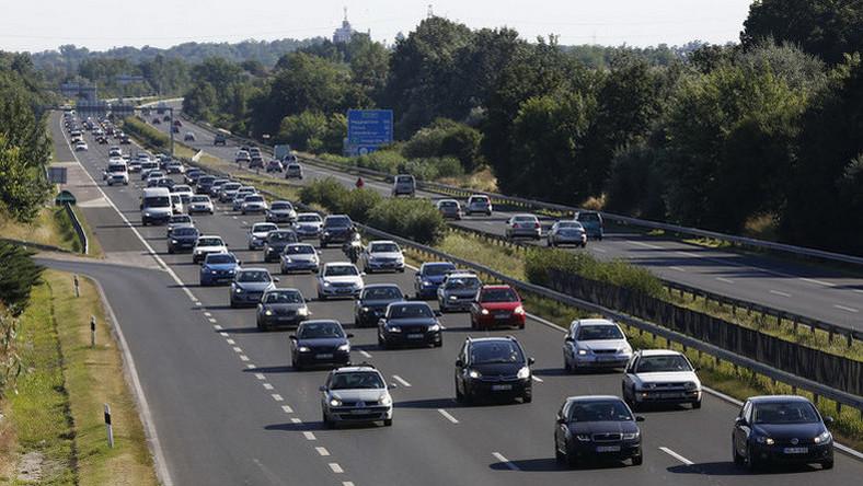 Milliók ünnepeltek az A 40-es autópályán Németországban