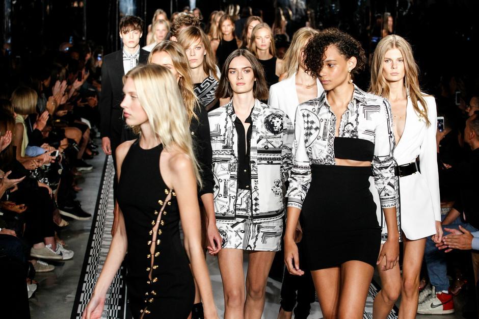 Pokaz Versace Versus, wrzesień 2014 / fot. Getty Images