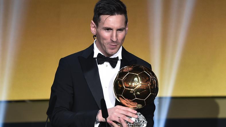 Lionel Messi az ötödik Aranylabdájával / Fotó: AFP