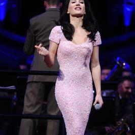Justyna Steczkowska prezentuje się doskonale w obcisłej sukni