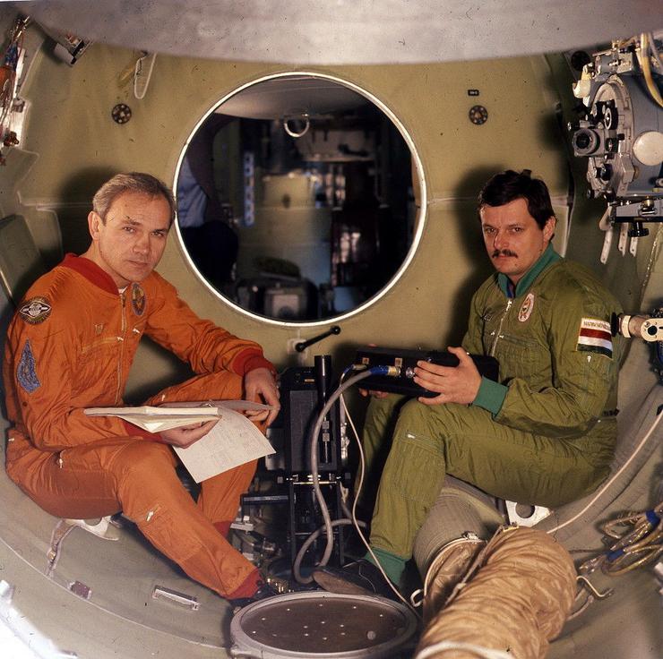 Magyari élete valószínűleg egészen másképp alakult volna, ha 1980-ban a Szojuz–36 űrhajó fedélzetén első magyarként ő hódíthatta volna meg a kozmoszt.